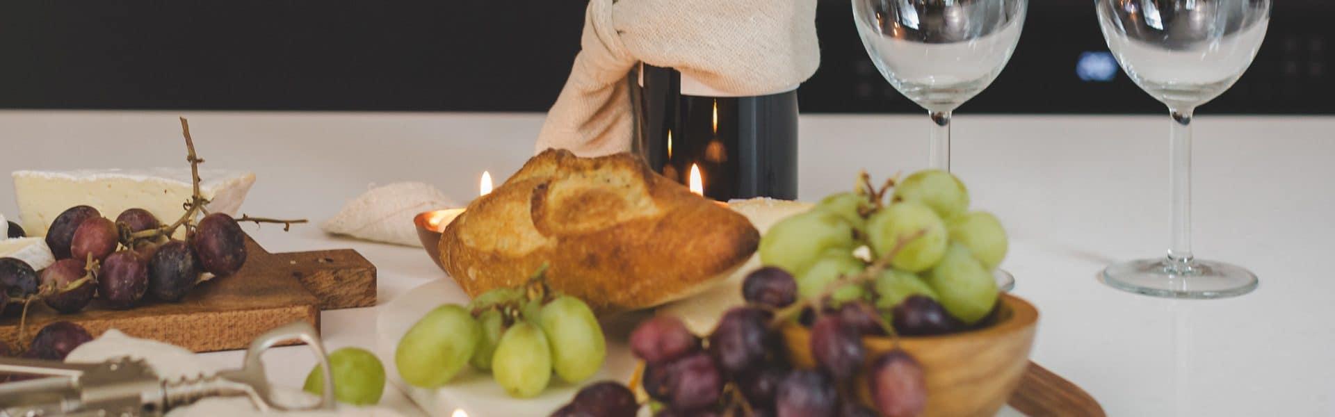 noite de queijos e vinhos