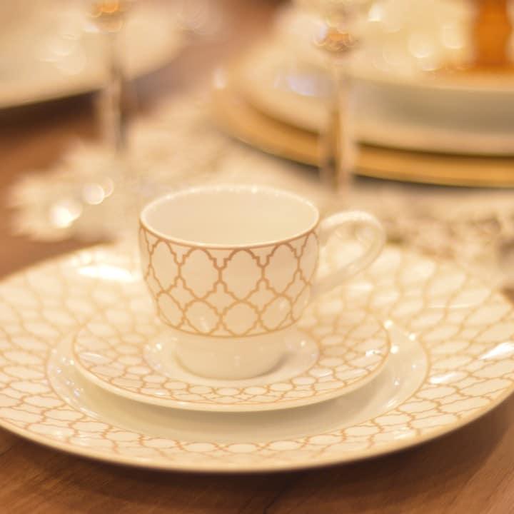 jogo de jantar lermiatge - composição de mesa clássica em branco e dourado