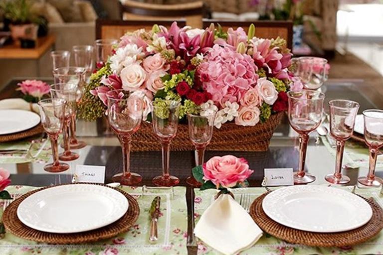 mesa-posta-para-o-dia-das-mães-celebre-essa-data-com-amor-e-elegância-1