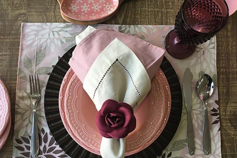 mesa-posta-para-o-dia-das-mães-celebre-essa-data-com-amor-e-elegância-5