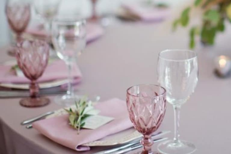 mesa-posta-para-o-dia-das-mães-celebre-essa-data-com-amor-e-elegância-6